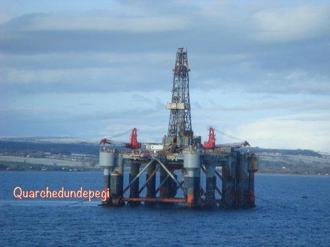 Un bel pozzo petrolifero a poca distanza dalla nostra nave attraccata a INVERGORDON